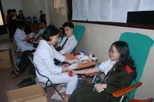 Hiến máu, khám bệnh miễn phí vì người bệnh