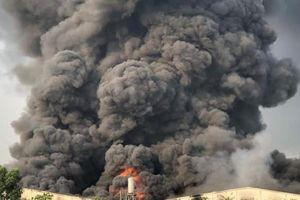 Cháy lớn tại công ty chuyên sản xuất đèn dầu