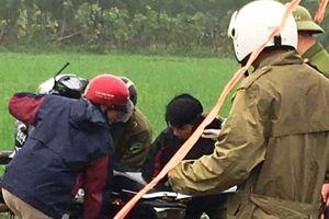 Tá hỏa phát hiện thi thể 1 nam, 1 nữ dưới mương nước