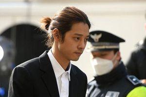 Cảnh sát xin lệnh bắt giữ khẩn cấp Jung Joon Young, Seungri nộp đơn hoãn đi nghĩa vụ
