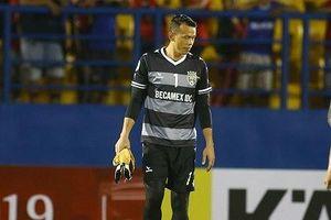 Mắc sai lầm ở AFC Cup, Tấn Trường bị B.Bình Dương phạt nặng