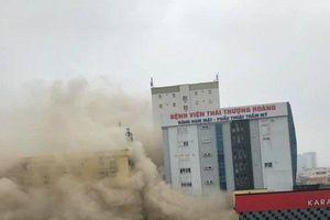Nghệ An: Đang cháy lớn ở tổ hợp khách sạn Avatar, ít nhất 3 người mắc kẹt