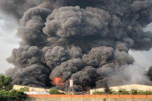 Cháy lớn tại xưởng sản xuất đèn cầy ở Tây Ninh, khói đen bốc lên cao hàng chục mét
