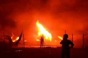 TP.HCM: Khu nhà kho hơn 1.000m2 cháy lớn trong đêm