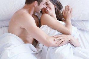 Điều gì nên tránh mang lên giường ngủ?