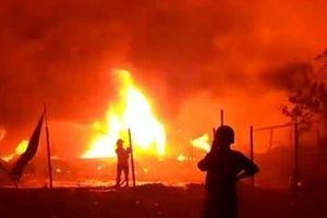 Xưởng vải hơn 1000m2 cháy đổ sập, 13 nhà dân bị cháy lan hư hỏng nặng