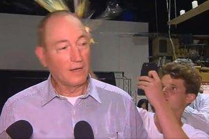 Nghị sỹ Australia gây phẫn nộ, bị đập trứng vào đầu sau phát ngôn về thảm sát ở New Zealand