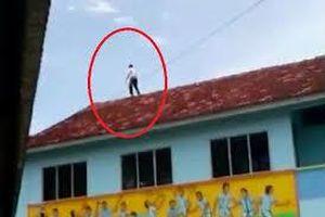 Tỏ tình thất bại, cậu bé 13 tuổi trèo lên nóc nhà làm chuyện khó tin