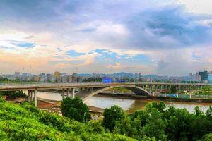 Thông quan cây cầu nối Quảng Ninh với Trung Quốc