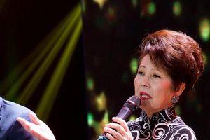 Danh ca Phương Dung: 'Tôi rất khó chịu khi nghe ca sĩ hát sai lời'