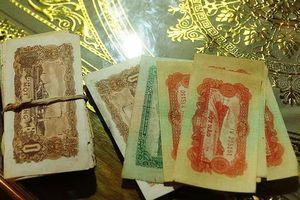 Dọn nhà, một người dân miền núi Nghệ An phát hiện hàng trăm đồng tiền cổ