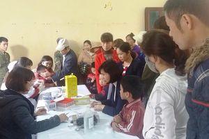 Bắc Ninh: Phụ huynh 'dài cổ' chờ... xét nghiệm sán lợn cho con
