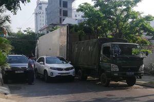 Xe cảnh sát vi phạm luật giao thông gây ách tắc