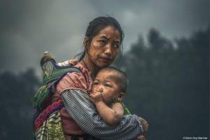 Tranh cãi về bức ảnh 3 mẹ con thắng giải 120.000 USD: Ai đúng, ai sai?