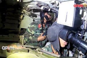 Cùng lính xe tăng Việt Nam khám phá bên trong T-55