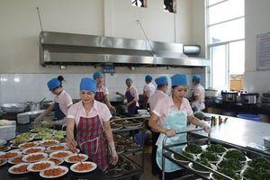 Hòa Bình chấn chỉnh an toàn thực phẩm trong bếp ăn trường học