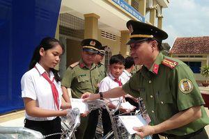 Công an Cửa khẩu Tân Sơn Nhất hưởng ứng tháng thanh niên