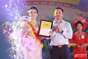 Nữ 'ảo thuật gia' đoạt ngôi vị cao nhất cuộc thi Thanh niên thanh lịch Lễ hội Đền Cuông