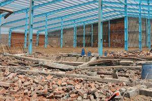 Sẽ khởi tố vụ án sập tường công trình làm 6 người chết ở Vĩnh Long