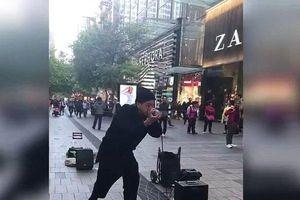 Clip: Thưởng thức màn Beatbox đỉnh cao gây sốt ngay trên đường phố