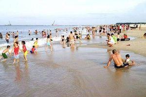 Nữ sinh tử vong thương tâm khi tắm biển ở bãi Cửa Việt