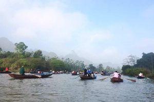 Hơn 1 triệu lượt khách về trẩy hội chùa Hương