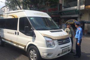 TP.HCM: Thanh tra giao thông 'trảm xe dù' tại trung tâm quận 1