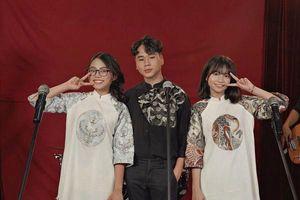 Xem ngay 'Vòng đối đầu' phiên bản 'dậy thì thành công' từ Phương Mỹ Chi - Nhật Bùi - Phương Duyên (The Voice Kids 2013)