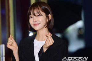 Tiệc liên hoan 'Dazzling': Mặc trời mưa tầm tã, Han Ji Min tươi tắn tụ họp cùng Nam Joo Hyuk - Son Ho Joon