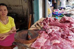 Thị trường thịt lợn 'đìu hiu', nhiều phụ huynh lo lắng không biết có nên cho con ăn ở trường hay không