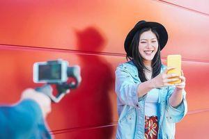 Sinh viên TQ kiếm tiền nhờ khen ngợi người khác trên mạng