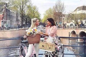 Muôn kiểu check-in 'nghìn like' cùng xe đạp tại Hà Lan