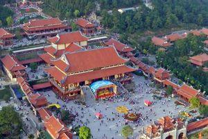 Toàn cảnh chùa Ba Vàng từ góc nhìn trên cao