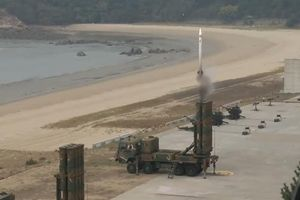 Hàn Quốc lỡ phóng tên lửa Cheongung do... đấu nhầm cáp
