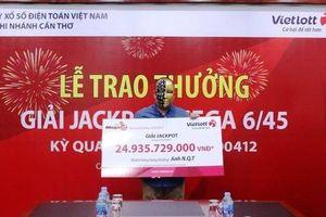 Chọn số ngẫu nhiên và 'ẵm' về nhà gần 25 tỷ đồng