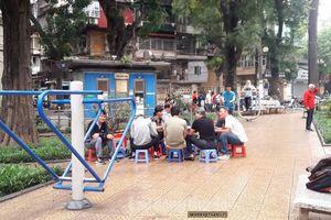 Hàng quán bủa vây vườn hoa Pasteur