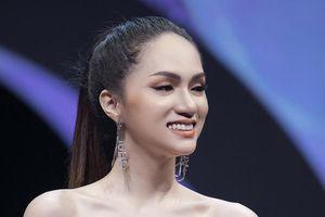 Hoa hậu Hương Giang lạnh lùng quyến rũ làm vedette