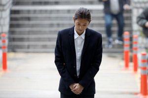 Jung Joon Young thừa nhận tội lỗi, bị còng tay và áp giải tới trại giam