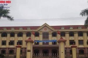 Hà Tĩnh: Vì sao chủ tịch UBND huyện đã bị kỉ luật vẫn ngồi yên tại vị?
