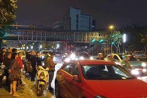Hà Nội: Cãi vã sau va chạm giao thông, tài xế ô tô rút dao đâm gục người đi xe máy