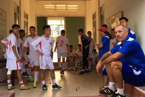 U19 Việt Nam bị đội Trung Quốc mời ra ngoài vì đi tập sớm