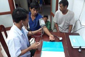 Kịp thời cấp cứu bốn ngư dân bị ngộ độc thực phẩm ở Trường Sa