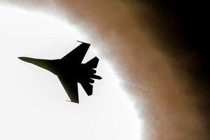 Đến giờ Nga vẫn mang 'lão tướng' Su-27 ra lùa B-52 Mỹ