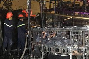 Xe khách cháy rụi, 44 hành khách thoát chết trong gang tấc