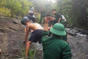 Vượt thác cứu du khách Anh gặp nạn khi tắm suối ở đèo Hải Vân