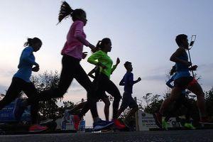 Tiền Phong Marathon 2019: Rộn rã những bước chạy lúc rạng đông