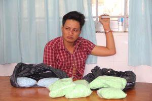 Bắt đối tượng chuyển 4,3 kg ma túy từ biên giới về Việt Nam