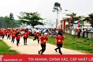 Hơn 600 người chạy Olympic vì sức khỏe toàn dân ở Hương Khê