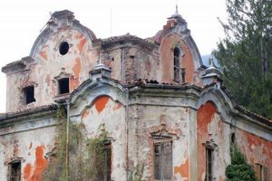 Câu chuyện rùng rợn về ngôi biệt thự bỏ hoang nổi tiếng ở Ý