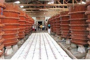Lẫn lộn nước chấm công nghiệp và nước mắm truyền thống